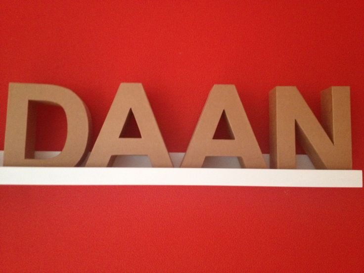 Losse letters: Daan, hoofdletter, breed, horizontaal