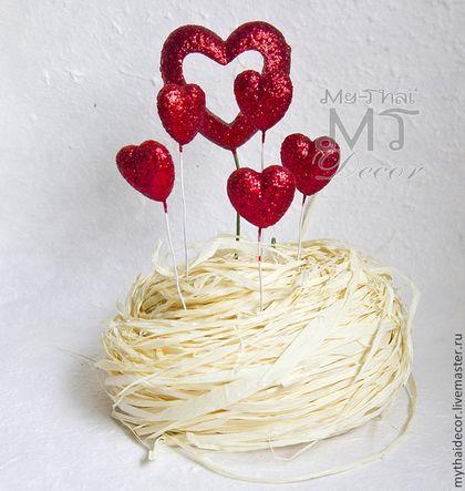 Декоративые сердечки на проволоке для создания праздничной атмосферы свадьбы или дня Святого Валентина. 5 объемных, выпуклых, блестящих сердечек и одно большое могут использоваться как для создания флористической композиции, так и для украшения стола, интерьера, территории, украшения торта (кейктопперы) и всего, на что способна ваша фантазия. цена 180 руб за набор.