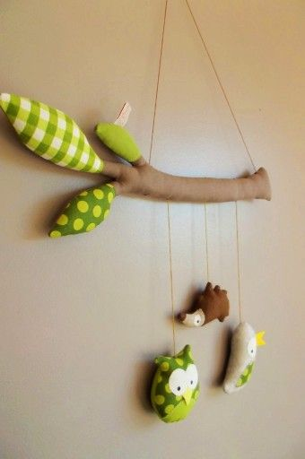 DIY felt animal baby mobiles on felt Branches - kids crafts, homemade baby mobile - Cute DIY Baby Mobile Felt Animals for Your Family! by meshribbon