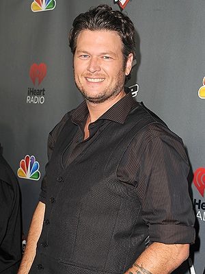 Blake Shelton Shares Rare Live Video for 'Mine Would Be You'