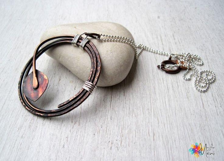 collana con ciondolo in rame martellato, foglia saldata e catenina in metallo argentato : Collane di magikemani