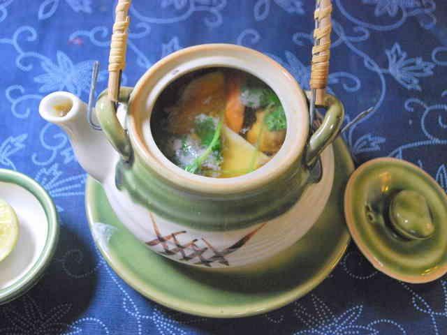 だし汁の味が決め手、基本の松茸の土瓶蒸しの画像
