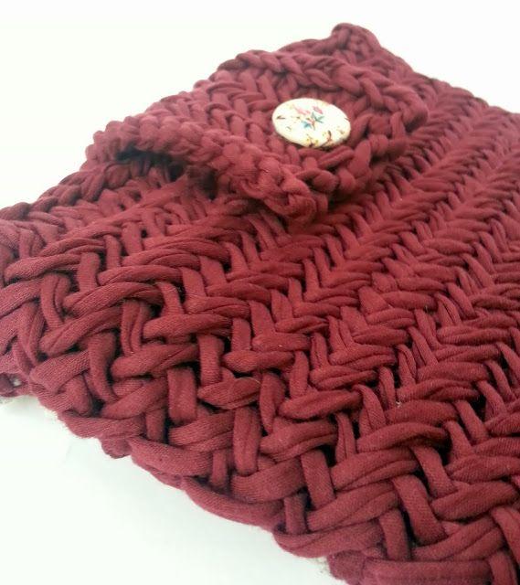 Knitting with T-Shirt Yarn.   Stricken mit Stoffgarn