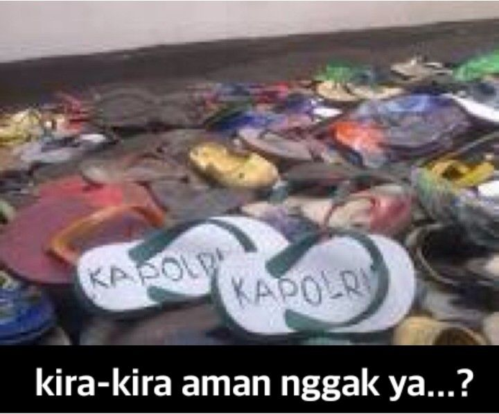 Sandal jepit di masjid saat shalat Jumat...