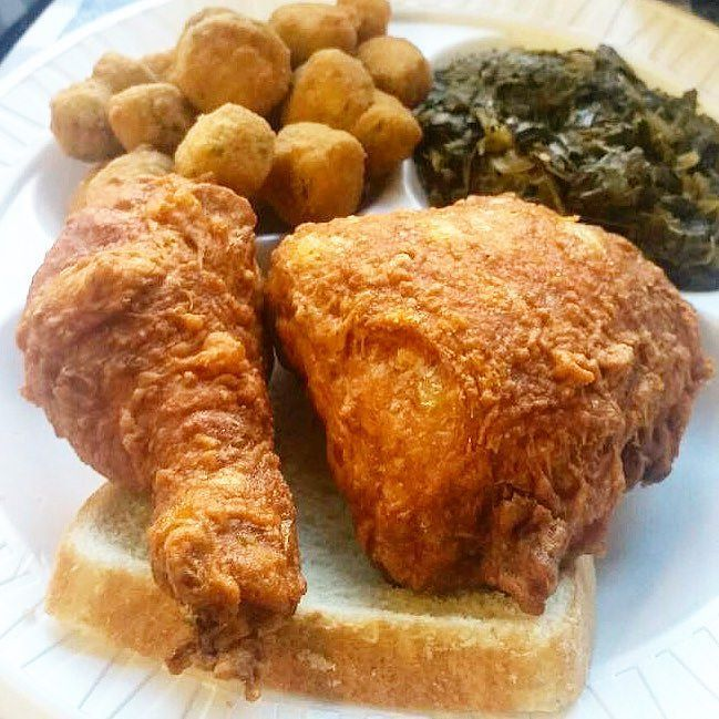 Gus's World Famous Fried Chicken opens today in Chicago! Straight from Memphis the spicy chicken purveyor brings its secret recipe paper plate service and a menu of cocktails. #friedchicken #chigram by timeoutchicago