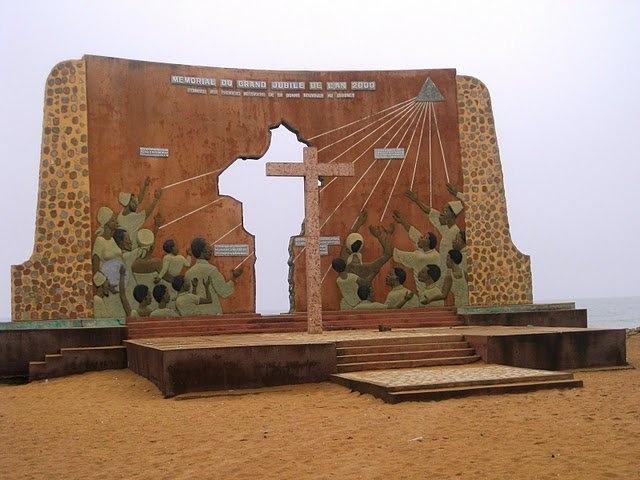 Porte du non retour...départ des esclaves pour le continent