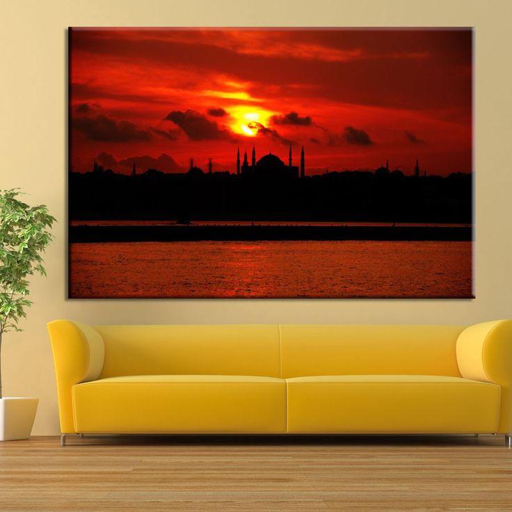 İstanbul'da güneşin batışı... Bu harika görüntüyü evinizde ve iş yerlerinizde ölümsüz kılın. www.baskiloji.com 'a girerek bu tabloyu edinin.