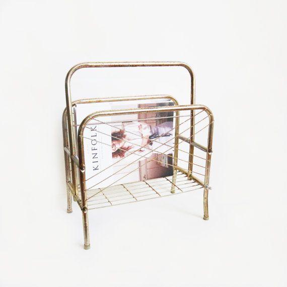 Porte revues en métal doré par DITM sur Etsy, €27.00