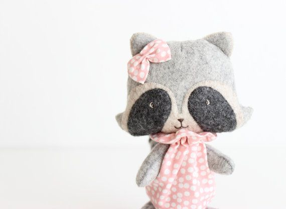 Hey, I found this really awesome Etsy listing at https://www.etsy.com/pt/listing/225550632/stuffed-animal-custom-miss-raccoon