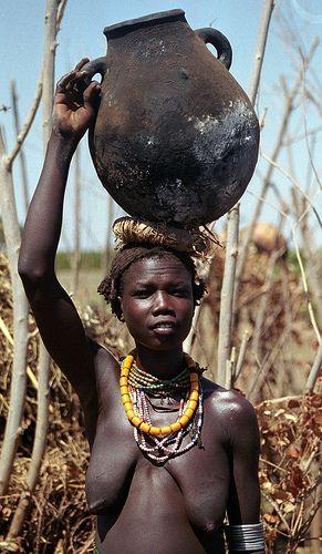 ethiopia    Dassanetch woman