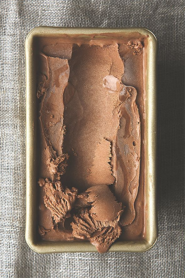 salted dark chocolate olive oil ice cream (vegan) | http://picklesnhoney.com