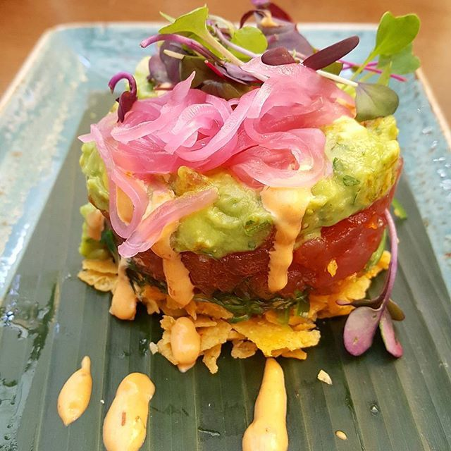Hello gorgeous 👋! This #Ahi #Tuna #Tartare was not just looks, it tasted fantastic. It reminded me of a poke bowl but stacked up. Starting with crispy #Tortilla then #Wakami, #AhiTuna seasoned with #Chile #Cumin #Oil, #Guacamole then garnished with pickled Red #Onion, and finished with #Harissa #Aioli! #NomNomNom 😋👌 . Having vacation withdrawals and missing my girls. So updating cynpoon.wordpress.com with our food adventure in #SanDiego. #Tbt #SDCaLu2017 #BachoretteWeekend #Bachelorette…