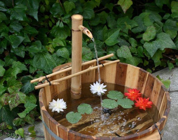 idée déco avec une fontaine en bambou et fleurs sympas