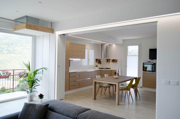 Oltre 25 fantastiche idee su ripostiglio sottotetto su for Cucina a pianta aperta e camera familiare