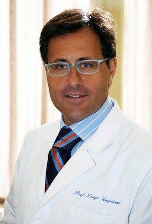 In questi casi c'è la chirurgia bariatrica, cioè l'intervento chirurgico per asportare una parte dello stomaco, operazione nella quale il Dottor Angrisani è esperto e di cui ha discusso come docente alla scuola di specializzazione di chirurgia generale dell'Università degli Studi di Napoli Federico II.