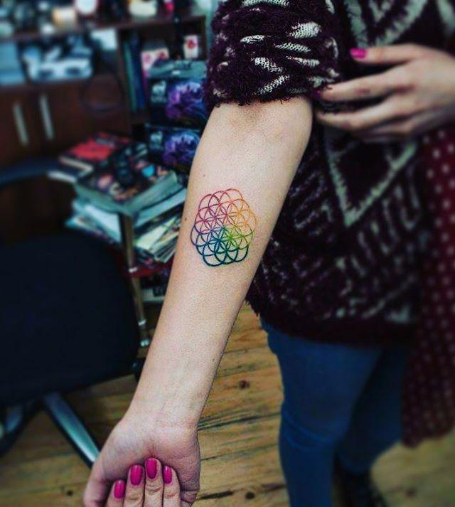 Mencanta  #tattoo #tattoogirl #ilovetattoos #tatuaje #Coldplay…