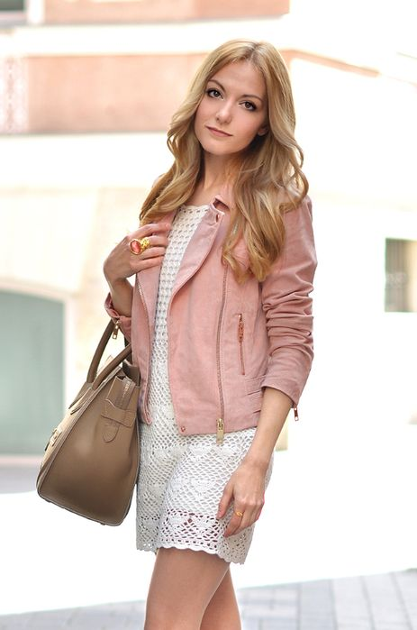 Vestido de crochê + jaqueta de couro