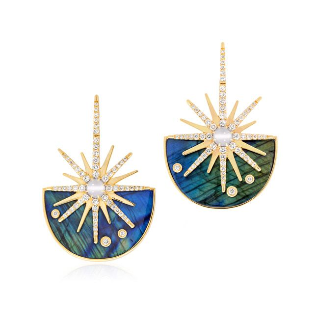 Mystical and vibrant jewelry in a delicate synergy representing the Universe.