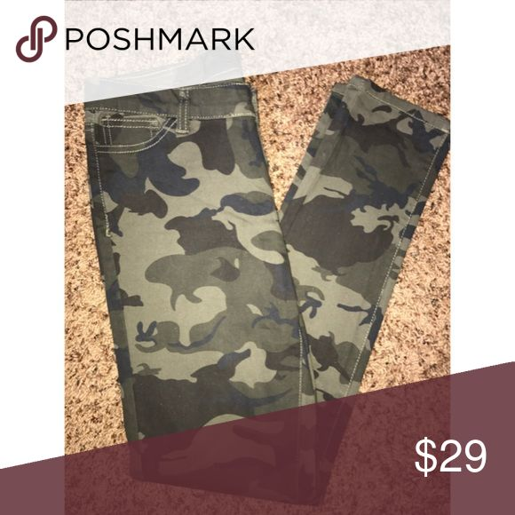 💚Green Camo Skinny Pants Size 3/4💚 Green size 3/4 camo skinny pants.  I only wore them one time because I invested in a pair camo joggers so I don't need these anymore and they are hard to find!These are super cute with anything!  I love to mismatch with camo so I wore them with a matron keyhole too! Pants Skinny