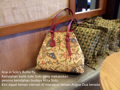 Batik Tulis Solo looks so good on this bag.   www.angsadua.com instagram: @AngsaDua