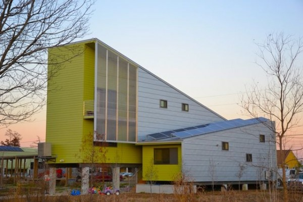 10 photos of modern sustainable homes built in new orleans 39 ninth ward part of brad pitt 39 s - Affordable social housing ...