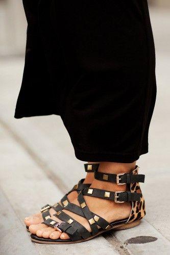 Strappy sandals: Strappy Sandals, Leopards Sandals, Fashion Shoes, Fashion Style, Black Sandals, Girls Fashion, Fashion Looks, Girls Shoes, Flats Sandals
