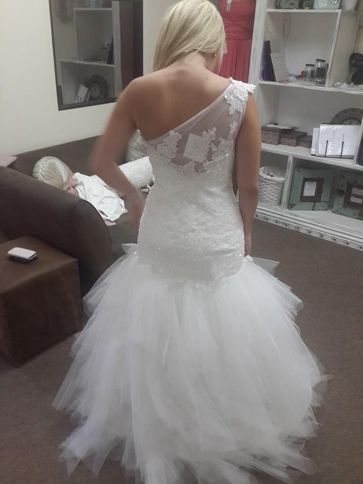 Getting ready for a photoshoot @chiqwawa #wedding dress www.chiqwawa.co.za