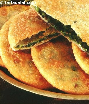Crispy puris stuffed with green peas are superbly flavoured and simply divine. You will enjoy these puris with  Aloo ki Subji.  Puris have always been considered a treat for all occasions including the worship of family deities, birth, naming ceremony of new borns, marriages, housewarming, festivals like Ganesh Pooja, Holi, Teej, Sindhara, Dasshera, Diwali etc.