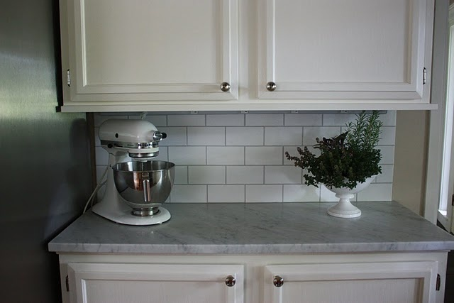 Light grey counter, subway tile backsplash. Basically what I have in mind, with a dark grey floor (and yellow walls, of course, because apparently I cannot have a room without color!)