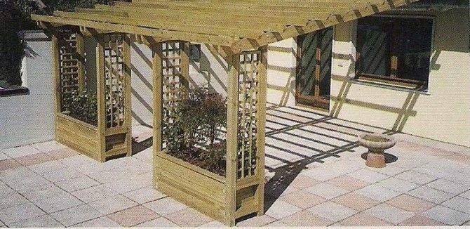 Le Pergole libere o addossate , sono prodotte in lamellare in pino impregnato in autoclave, per i travetti la sezione di 45 x 110 mm, per i pilastri 90 x 90 mm., per gli arcarecci  sezione 45 x 85 mm.