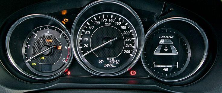 MAZDA6 2.2 L SKYATCTIV-D 150 CV MT SEDAN STYLE PACK SAFETY EL ASPIRANTE  El cuadro de instrumentos cuenta con tres elegantes esferas