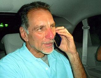 Uno de 'los #5 cubanos' llegó a #Cuba con #permiso para visitar a su #hermano #enfermo