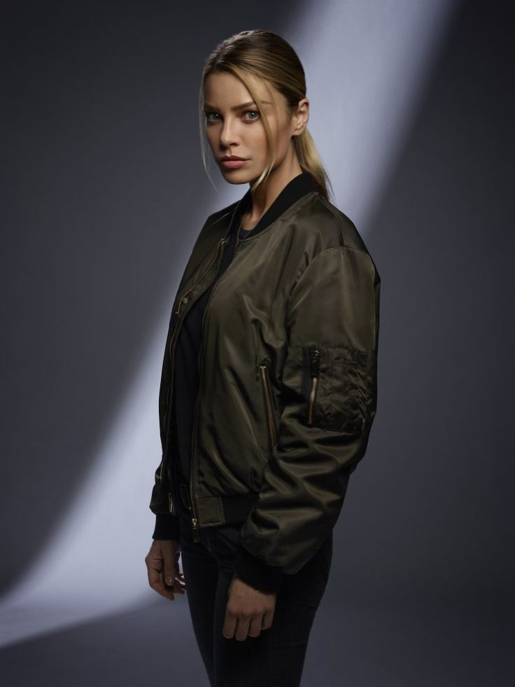 Lauren German in Lucifer Season 2