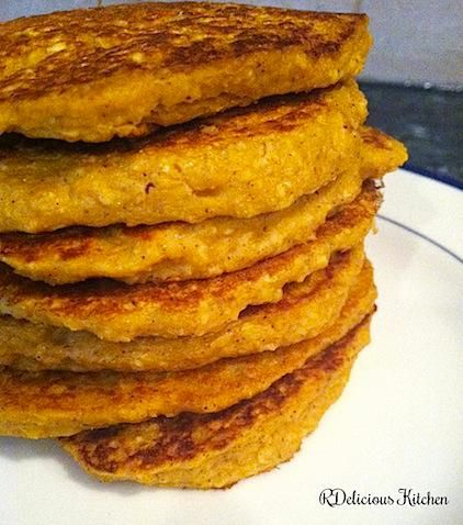 Healthy Pumpkin Pancakes! - oatmeal, cottage cheese, egg whites and no added sugar make for a high-protein breakfast.