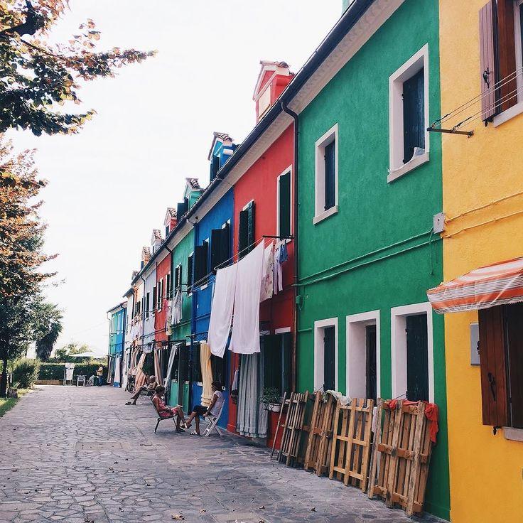 Burano island - - - - - - - - - - - - - - - #burano #buranoitalia #italy #italia #италия #trip #travel #tripstagram #viaje #traveling #travels #summer #summer2017 #island #islandlife #bulgarian #bulgariangirl #travelblogger #travelphotography #travelers #colour #rainbow
