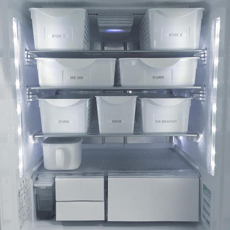 igの影響を受けて 放置だった冷蔵庫の中を見直し中 . オシャレなラベル作れないからテプラで . 一番下はフリースペースで あとはダイソーのボックスで統一✨ . ドアポケットはまだ手付かず . 調味料とか詰め替えるの面倒… そんな事思ってたらなかなか進まない . #冷蔵庫#冷蔵庫の中#冷蔵庫収納#収納 #整理#整理整頓#100均#ダイソー#テプラ #simplelife#シンプルライフ#暮らし#生活 #monotone#モノトーン#白黒#白黒マニア
