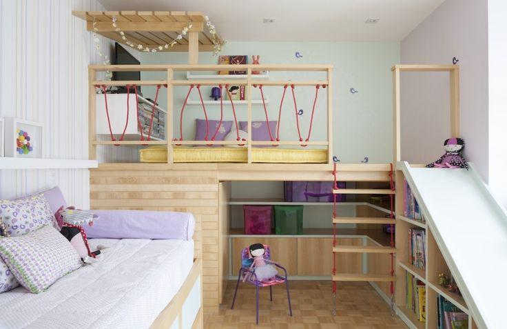 VALENTINA queria um mezanino estilo casinha, para ver os filmes preferidos. Ganhou um no seu quarto com direito até a escorrega para voltar à terra firme.