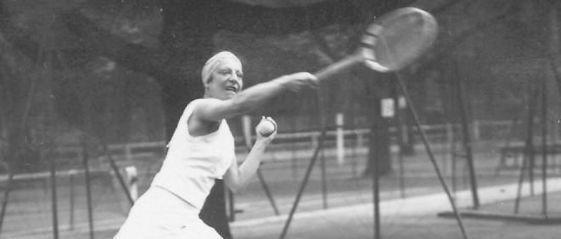 Google rend hommage à Suzanne Lenglen, pionnière du tennis féminin et de l'égalité homme-femme