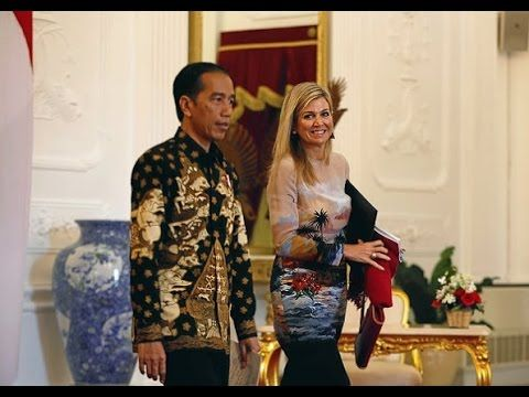 Queen Maxima meets with Indonesian President Joko Widodo Queen Maxima meets with Indonesian President Joko Widodo On the third day of Queen Maxima's visit to Indonesia The Queen meets with Indonesian President Joko Widodo and first lady Iriana Widodo at the Presidential Palace on September 01 2016 in Jakarta Indonesia. ----------------------------- subscribe for more videos : https://www.youtube.com/channel/UCRI8hHuxo-hCNAHRpVlkuzg blogger   : http://ift.tt/2aG9g8n Google…