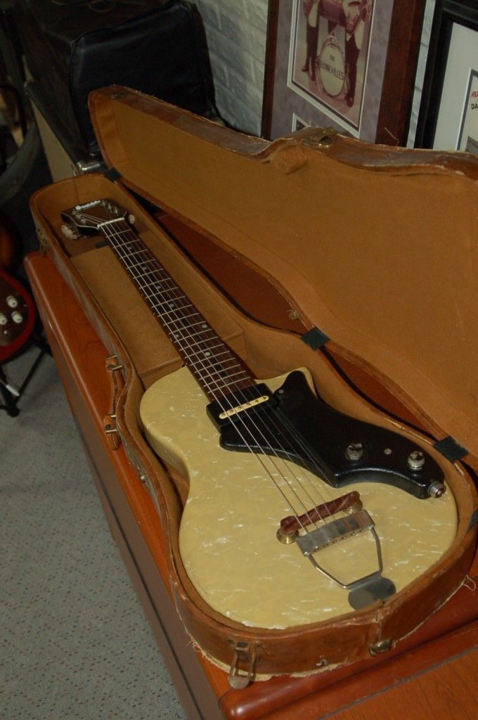 Used Guitars for Sale – 1953 Supro Ozark Jet Mother of Toilet Seat Guitar..SOLD!!! | Lawman Guitars