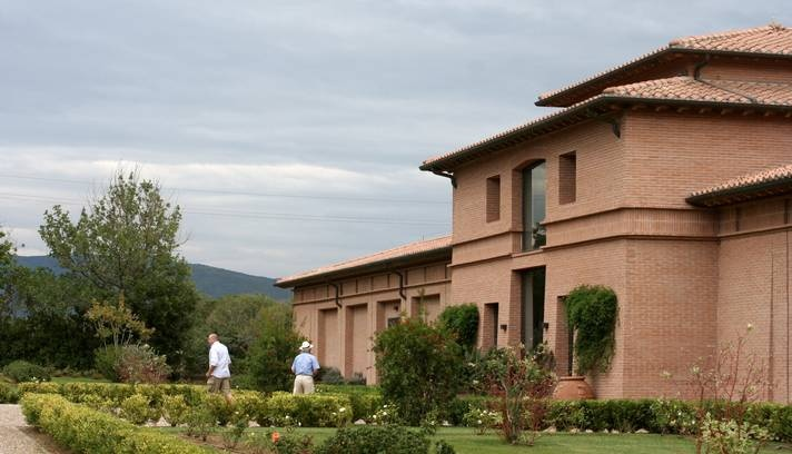 Sede da Tenuta San Guido, que produz o Sassicaia  Foto: Carla Lencastre / O Globo