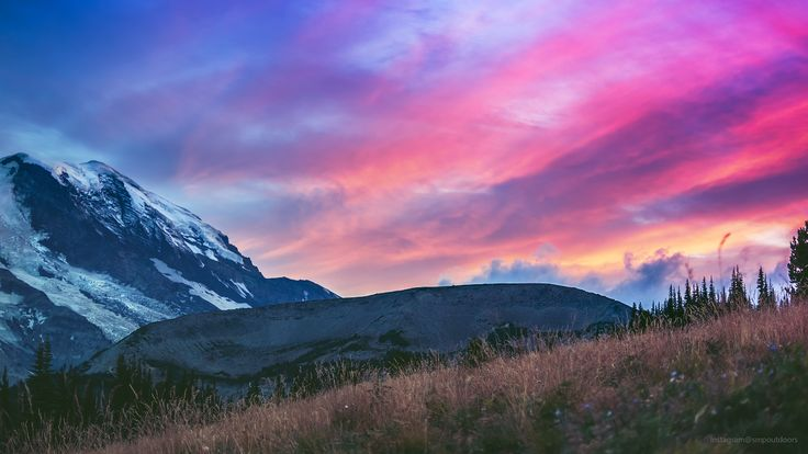 The sun poking out from under the clouds on an overcast evening at sunrise point Mount Rainier Washington USA [OC] [4894 x 2753] #reddit