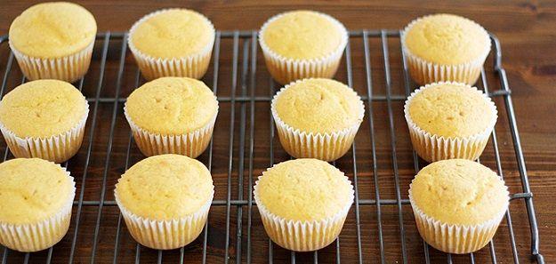 How To Make Homemade Cupcakes from scratch. | http://homemaderecipes.com/course/desserts/homemade-cupcakes-recipes/