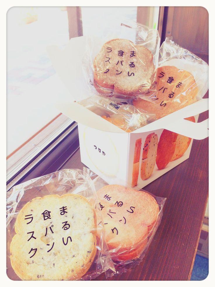 わたしの大好きな、ふるさと滋賀のパン屋さん「つるやパン」の新商品! 「まるい食パンラスク」のハーフボックスです〜☆ かわいいサイズ、6枚入り♡