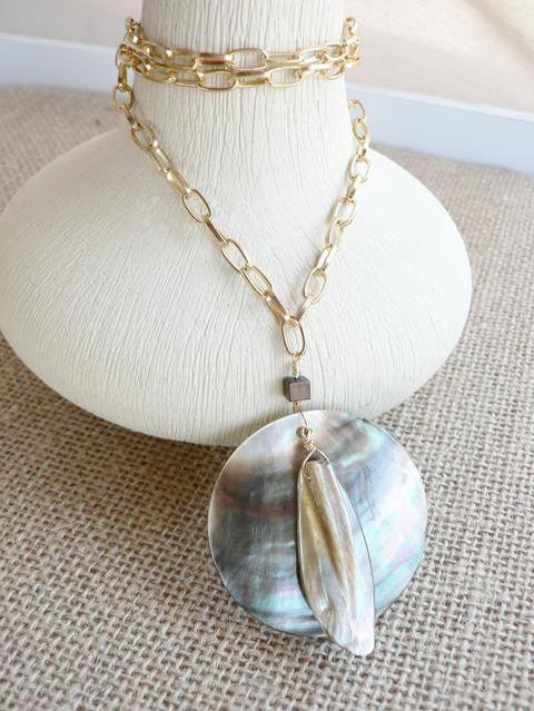 #kaunis #necklace #shell #gold
