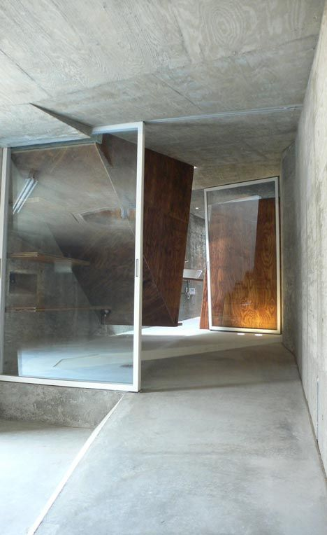 House S by Suga Atelier. WHat a Magnificent way to show what True #Architecture is all about & going beyond the limits.