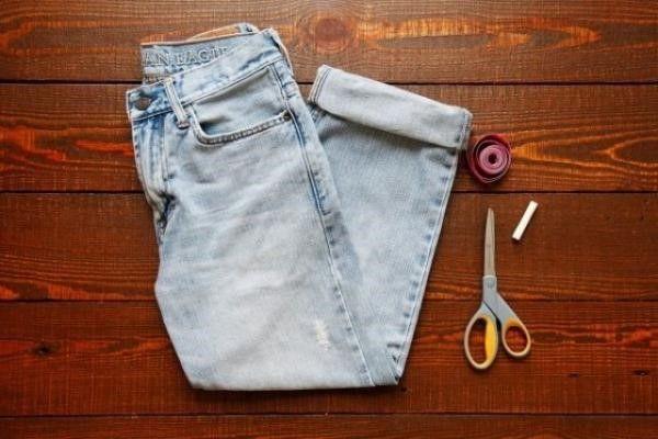 Renueva tus jeans muy largos.     Los  jeans  son una prenda básica en el guardarropa de nosotras, es una pieza clave para mantener la como...