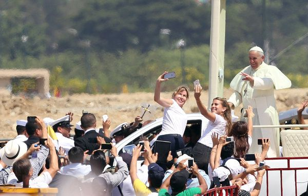 Pope Francis Focuses on Family in Ecuador Mass - NYTimes.com