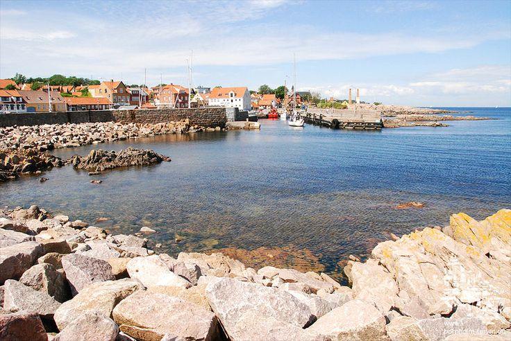 Blick auf die Hafeneinfahrt von Allinge, Insel Bornholm #hafen allinge #insel #bornholm #daenemark