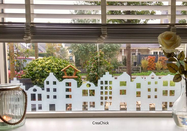 Maak huisjes van raamfolie. Uitleg over deze DIY met foto's.